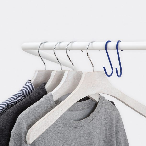 detail-wall-leaning-clothes-rail-hanging-rail