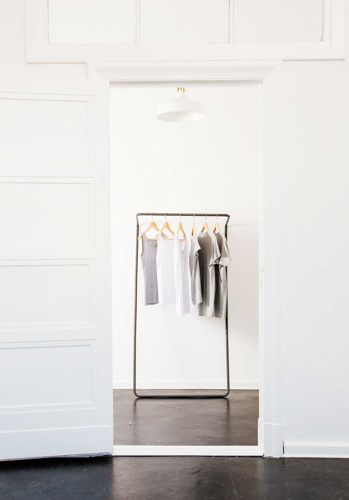 The wall leaning clothes rail in black